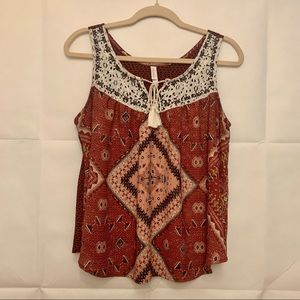 Women's XL Abstract Lace Detail Tank